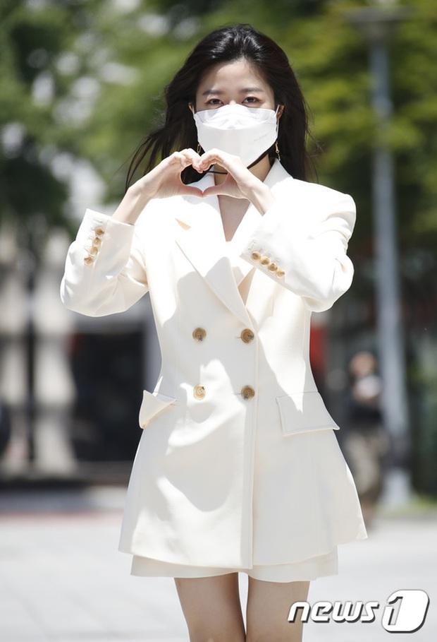 Màn đọ sắc hot nhất họp báo Penthouse 3: Ác nữ Kim So Yeon body mlem, Eugene - Lee Ji Ah tuột dốc, nhưng sao nhí mới là tâm điểm - Ảnh 13.