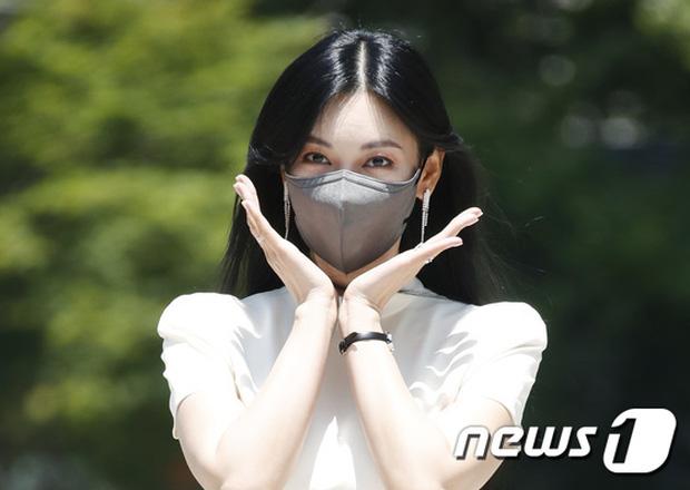 Màn đọ sắc hot nhất họp báo Penthouse 3: Ác nữ Kim So Yeon body mlem, Eugene - Lee Ji Ah tuột dốc, nhưng sao nhí mới là tâm điểm - Ảnh 5.