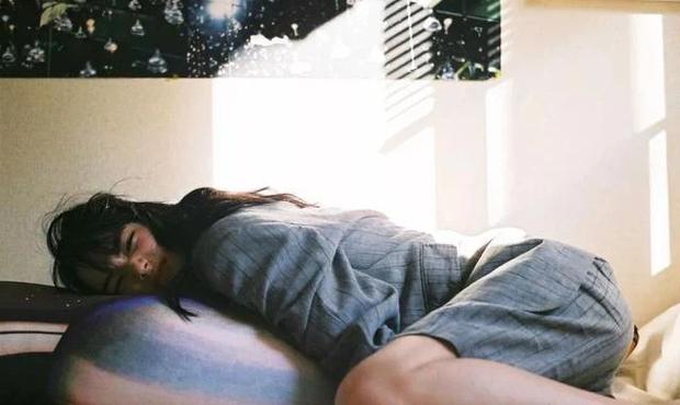 2 thói quen của nhiều người sau khi thức dậy vào buổi sáng còn hại gan hơn cả uống rượu, không bỏ mà cứ duy trì thì gan đột quỵ lúc nào không hay - Ảnh 2.
