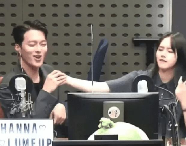 Couple Reply 1988 Hyeri - Ryu Jun Yeol lộ ảnh hẹn hò, đập tan tin đồn toang vì tình màn ảnh của Song Hye Kyo - Ảnh 6.