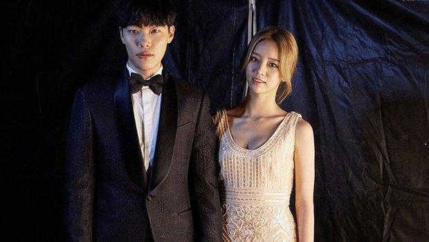 Couple Reply 1988 Hyeri - Ryu Jun Yeol lộ ảnh hẹn hò, đập tan tin đồn toang vì tình màn ảnh của Song Hye Kyo - Ảnh 3.
