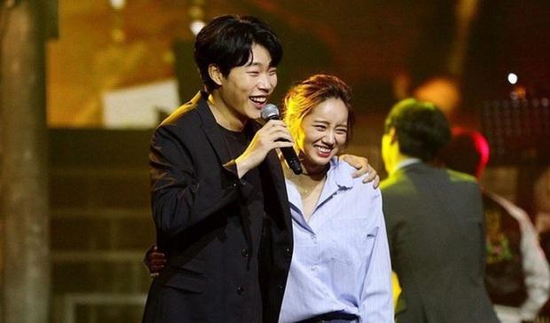 Couple Reply 1988 Hyeri - Ryu Jun Yeol lộ ảnh hẹn hò, đập tan tin đồn toang vì tình màn ảnh của Song Hye Kyo - Ảnh 7.