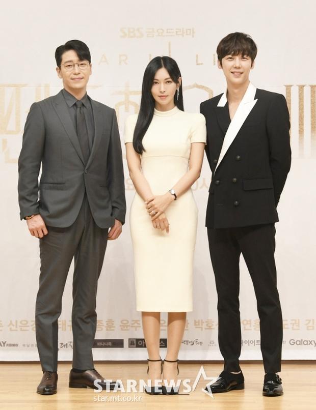 Màn đọ sắc hot nhất họp báo Penthouse 3: Ác nữ Kim So Yeon body mlem, Eugene - Lee Ji Ah tuột dốc, nhưng sao nhí mới là tâm điểm - Ảnh 17.