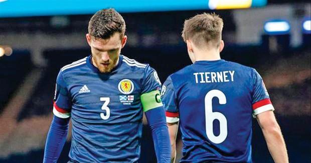 Bi hài chuyện đóng quân ở EURO 2020 - Ảnh 1.