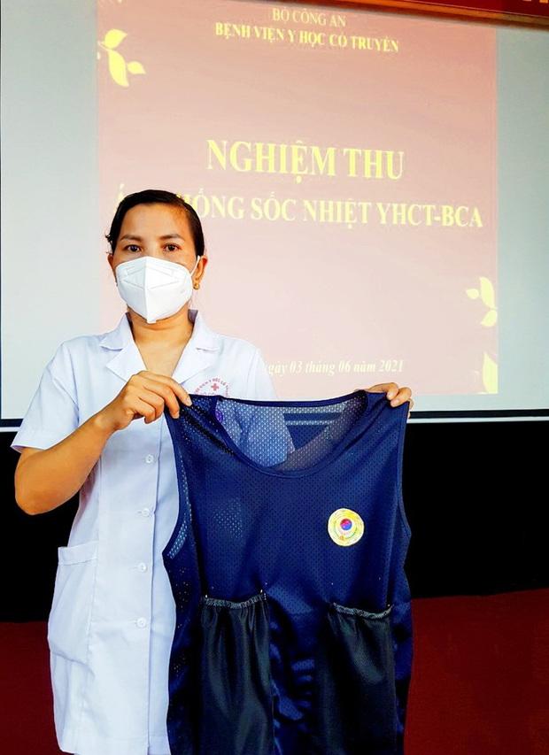 Phát minh vừa rẻ vừa tiện giúp các y bác sĩ ở Bắc Giang chống cái nóng cháy da thịt - Ảnh 1.