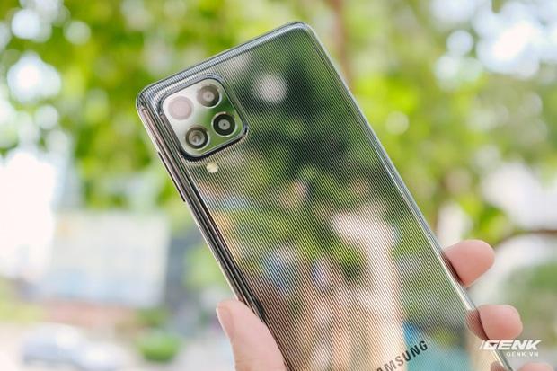 Trên tay Samsung Galaxy M62: Màn hình 6.7 inch, camera chính 64MP và pin 7000mAh - Ảnh 2.