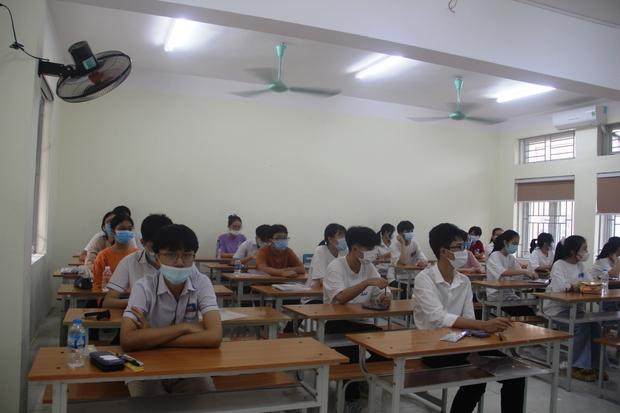 Thanh Hóa: Thời tiết ủng hộ thí sinh bước vào buổi thi đầu tuyển vào lớp 10 - Ảnh 4.