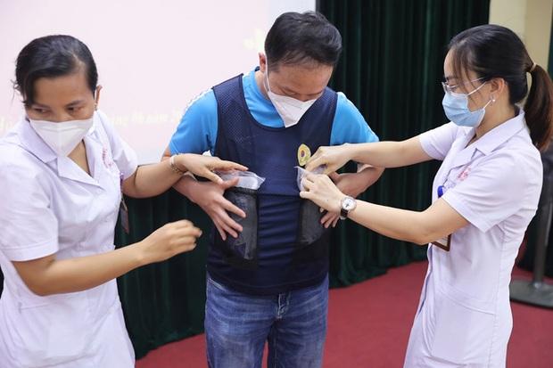Phát minh vừa rẻ vừa tiện giúp các y bác sĩ ở Bắc Giang chống cái nóng cháy da thịt - Ảnh 5.