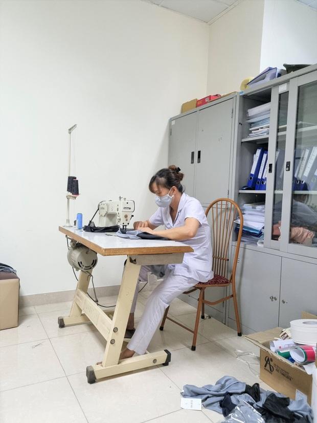 Phát minh vừa rẻ vừa tiện giúp các y bác sĩ ở Bắc Giang chống cái nóng cháy da thịt - Ảnh 8.