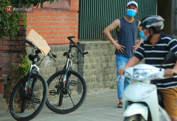 Người Hà Nội đổ xô đi thuê xe đạp, tiểu thương ung dung kiếm tiền triệu mỗi ngày - Ảnh 5.