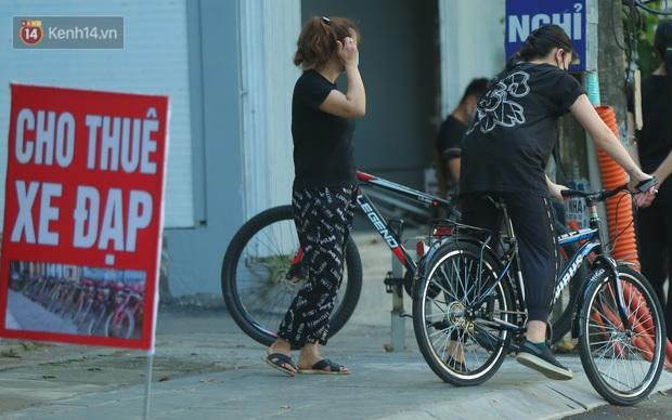 Người Hà Nội đổ xô đi thuê xe đạp, tiểu thương ung dung kiếm tiền triệu mỗi ngày - Ảnh 6.