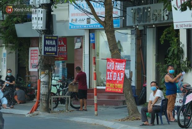Người Hà Nội đổ xô đi thuê xe đạp, tiểu thương ung dung kiếm tiền triệu mỗi ngày - Ảnh 3.
