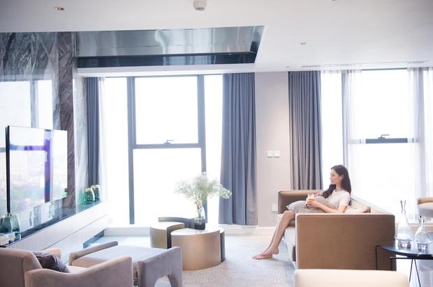 Hoa hậu Lương Thuỳ Linh khoe căn penthouse mới tậu ở tuổi 21, vị trí đắc địa bao trọn góc view đắt giá nhất Hà Nội - Ảnh 1.
