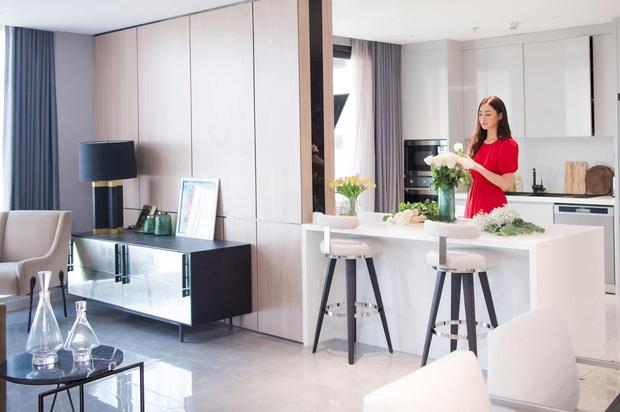 Hoa hậu Lương Thuỳ Linh khoe căn penthouse mới tậu ở tuổi 21, vị trí đắc địa bao trọn góc view đắt giá nhất Hà Nội - Ảnh 4.