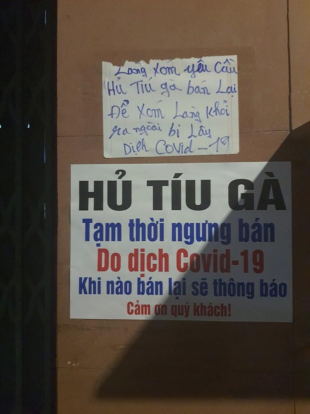 Ở Sài Gòn có 1 cô bán hủ tiếu sợ con cô vít nên treo biển nghỉ khoẻ, nguyên 1 xóm lao đao viết banner đòi bán lại!  - Ảnh 1.