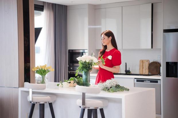 Hoa hậu Lương Thuỳ Linh khoe căn penthouse mới tậu ở tuổi 21, vị trí đắc địa bao trọn góc view đắt giá nhất Hà Nội - Ảnh 5.