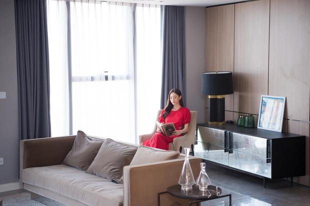 Hoa hậu Lương Thuỳ Linh khoe căn penthouse mới tậu ở tuổi 21, vị trí đắc địa bao trọn góc view đắt giá nhất Hà Nội - Ảnh 2.