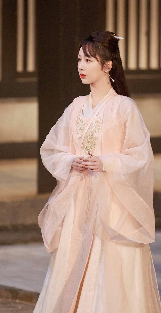 Dương Tử xinh yêu chả kém bà xã Vương Nhất Bác, khoe sắc trong hình hài nữ phụ siêu phẩm Khánh Dư Niên - Ảnh 4.