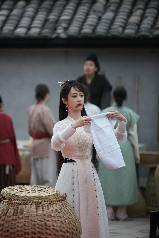 Dương Tử xinh yêu chả kém bà xã Vương Nhất Bác, khoe sắc trong hình hài nữ phụ siêu phẩm Khánh Dư Niên - Ảnh 9.