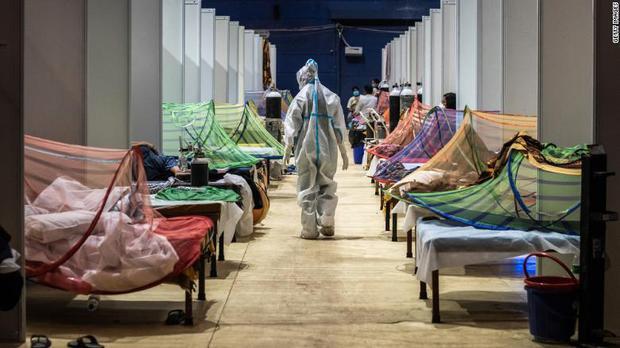Ấn Độ trong những ngày tăm tối nhất: Phóng viên CNN chia sẻ những gì tận mắt chứng kiến về địa ngục Covid giữa làn sóng dịch bệnh thứ 2 - Ảnh 6.