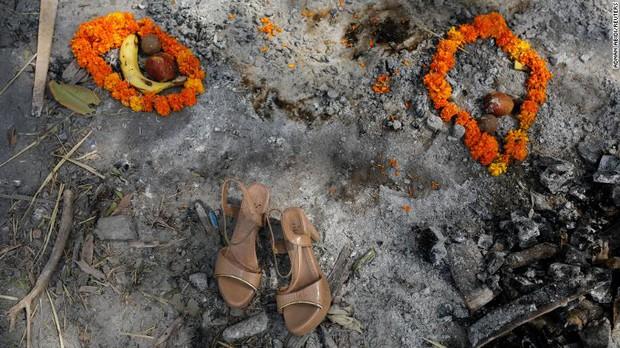Ấn Độ trong những ngày tăm tối nhất: Phóng viên CNN chia sẻ những gì tận mắt chứng kiến về địa ngục Covid giữa làn sóng dịch bệnh thứ 2 - Ảnh 4.
