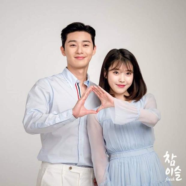 Ông chủ Park Seo Joon và chị Nguyệt IU choảng nhau tóe khói trong buổi đọc kịch bản phim mới - Ảnh 2.