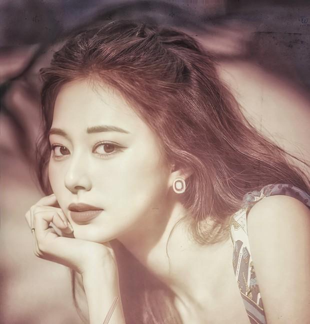 Netizen sốc visual trước ảnh thời trẻ của mẹ Tzuyu (TWICE): Mẹ thế này bảo sao nữ idol thành gương mặt đẹp nhất thế giới! - Ảnh 3.