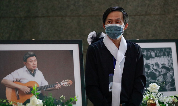 NS Hoài Linh suýt khóc, lần đầu kể về lúc nhận tin NS Chí Tài qua đời: Bác sĩ khuyến cáo đừng đến đám tang, nhưng không đến không được - Ảnh 4.