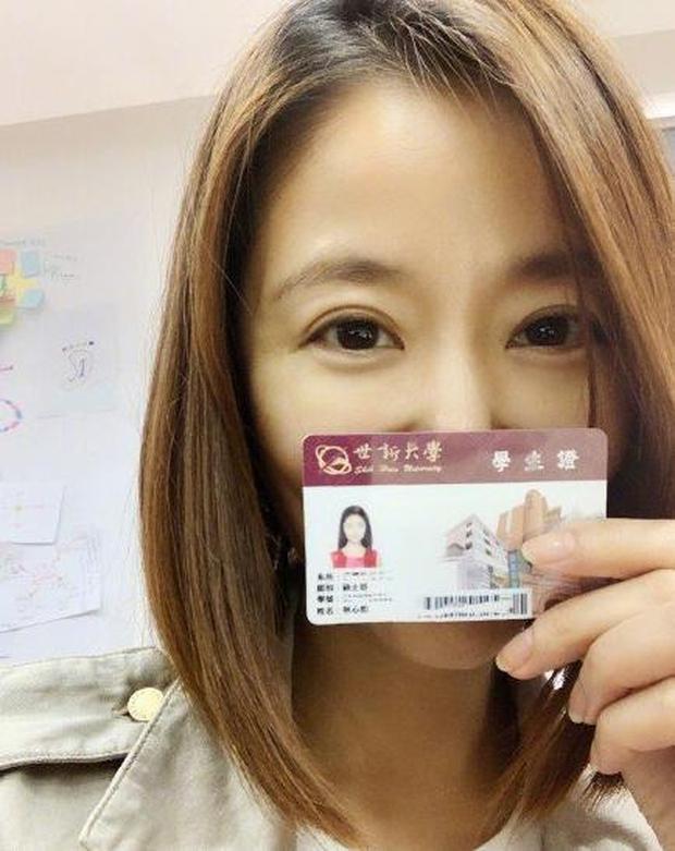 Lâm Tâm Như chính thức lấy bằng Thạc sĩ, hình ảnh mặc lễ phục tốt nghiệp gây bão vì visual hack tuổi thần sầu - Ảnh 5.