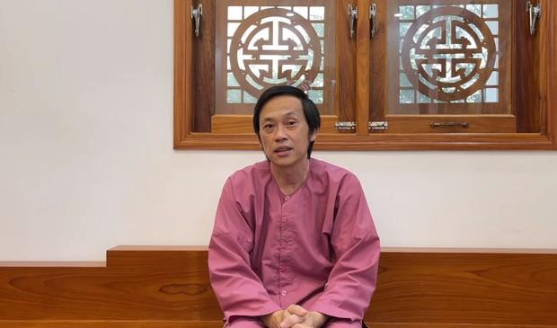 NS Hoài Linh tuyên bố rút khỏi Thách Thức Danh Hài, giám khảo Minh Nhí hiện ở đâu? - Ảnh 1.