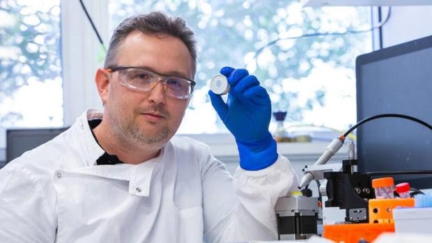 Triển vọng ứng dụng công nghệ tiêm vaccine Covid-19 không cần kim tiêm  - Ảnh 1.