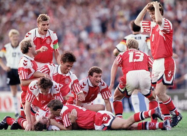 10 khoảnh khắc đáng nhớ nhất lịch sử Euro - Ảnh 9.