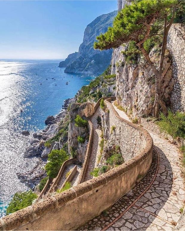 Choáng ngợp Capri - hòn đảo không Covid-19 ở châu Âu, điểm nghỉ dưỡng siêu cao cấp của người giàu trời Tây - Ảnh 4.