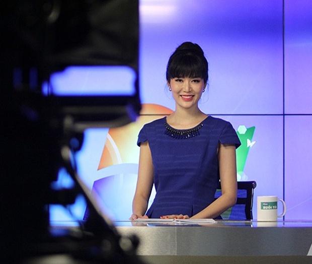 Nhìn lại loạt ảnh khoe nhan sắc không tuổi của Hoa hậu Thu Thủy khi làm MC trước lúc qua đời! - Ảnh 3.