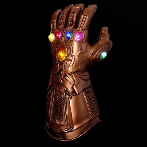 Cúp vô địch Icon Series Sea mùa Hè 2021 lộ diện, fan ngỡ ngàng vì quá giống vũ khí hủy diệt của điện ảnh Marvel - Ảnh 2.