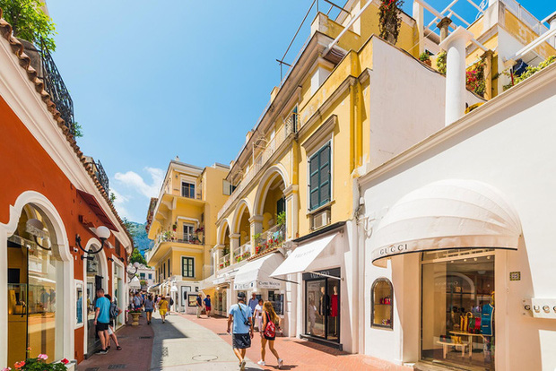 Choáng ngợp Capri - hòn đảo không Covid-19 ở châu Âu, điểm nghỉ dưỡng siêu cao cấp của người giàu trời Tây - Ảnh 5.