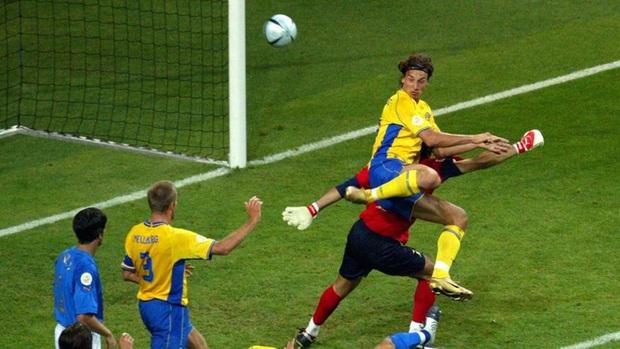 10 khoảnh khắc đáng nhớ nhất lịch sử Euro - Ảnh 4.