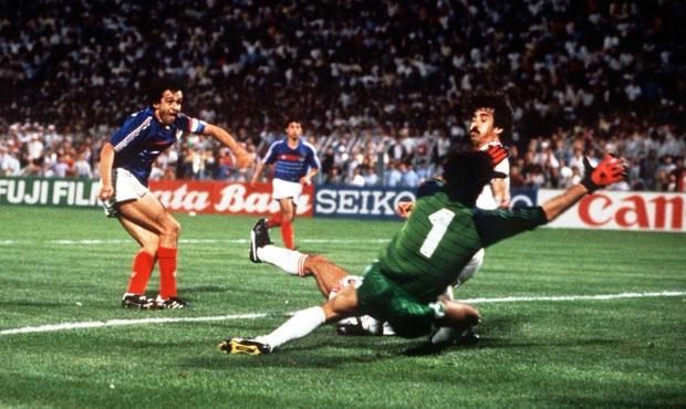 10 khoảnh khắc đáng nhớ nhất lịch sử Euro - Ảnh 6.
