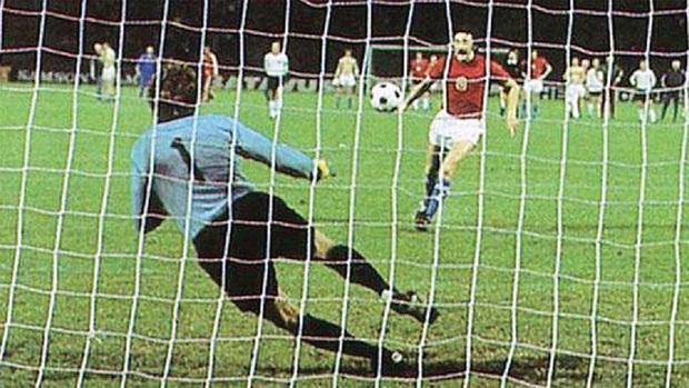 10 khoảnh khắc đáng nhớ nhất lịch sử Euro - Ảnh 7.
