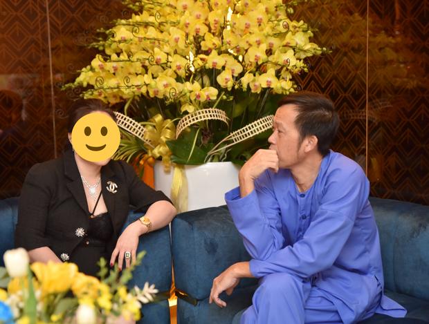 Netizen bóc NS Hoài Linh nói dối: Khẳng định ở nhà cách ly sau xạ trị, nhưng lại có ảnh phân thân đi sự kiện - Ảnh 8.