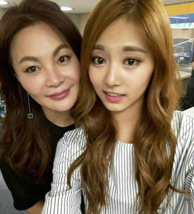 Netizen sốc visual trước ảnh thời trẻ của mẹ Tzuyu (TWICE): Mẹ thế này bảo sao nữ idol thành gương mặt đẹp nhất thế giới! - Ảnh 5.