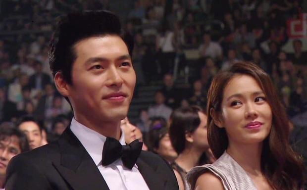 Nhìn ánh mắt của Son Ye Jin dành cho Hyun Bin 1 năm và 7 năm trước mới thấy định mệnh cặp đôi thuộc về nhau - Ảnh 7.