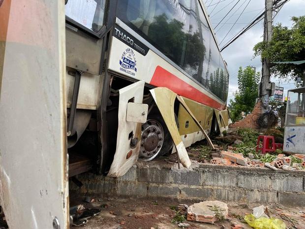 Clip: Tai nạn liên hoàn khiến ít nhất 2 người chết, nhiều người nguy kịch - Ảnh 3.
