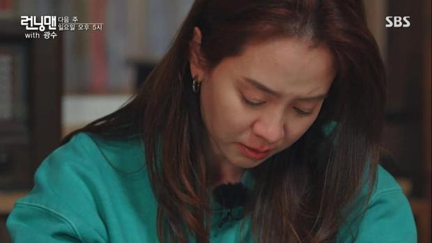Ngày này cũng tới: Lee Kwang Soo không cầm được nước mắt khi đọc thư chia tay Running Man - Ảnh 2.