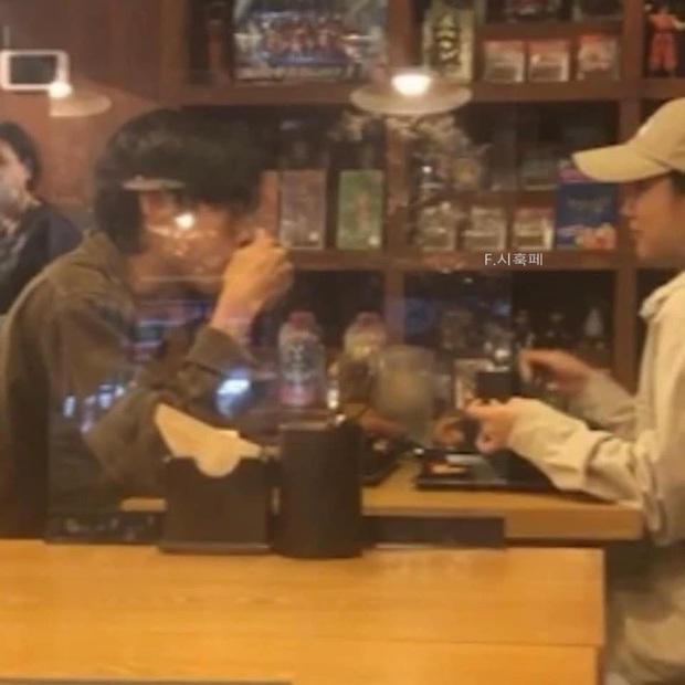 Team qua đường tung hint Hyeri - Ryu Jun Yeol (Reply 1988) chưa hề toang, còn hẹn hò trong quán cà phê lãng mạn - Ảnh 3.