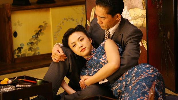 Cảnh nóng bị nghi thật 100% làm Thang Duy bị phong sát: Vợ chồng Lương Triều Vỹ lục đục, nữ chính có chia sẻ gây sốc - Ảnh 1.