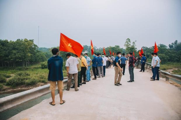 Thuỷ Tiên khánh thành 2 cây cầu hư hỏng do lũ lụt, chính thức kết thúc dự án hỗ trợ miền Trung - Ảnh 9.