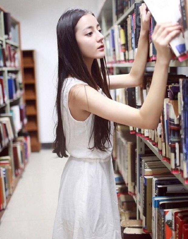 Bức ảnh hé lộ visual thuở sinh viên của Nhiệt Ba gây bão: Sống mũi thẳng tắp chấp khung hình mờ nhoè kém chất lượng - Ảnh 10.