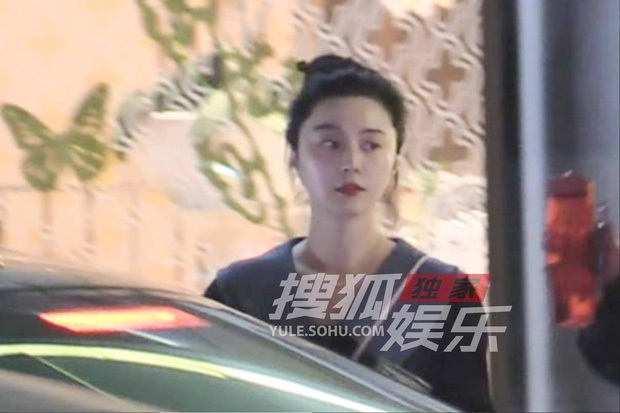 Nữ hoàng beauty Phạm Băng Băng lại chơi trội: Đeo mặt nạ lẫn khẩu trang ra đường, bảo sao làn da phát sáng trong đêm - Ảnh 8.
