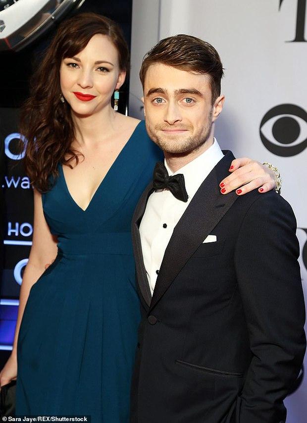 """""""Bóc trần"""" mặt tối dàn sao Harry Potter: Nam chính lợi dụng phim để ngủ với fan, Emma suýt nghỉ quay, 1 người gây sốc vì đi tù 2 năm - Ảnh 4."""